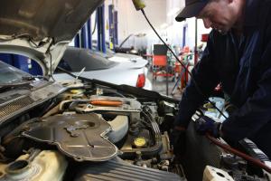 Antes de comprar un auto, revisa sus antecedentes mecánicos
