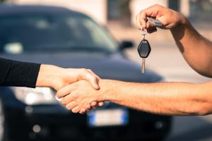 Si un auto tiene limitaciones al dominio, no podrás transferirlo aunque te pasen las llaves