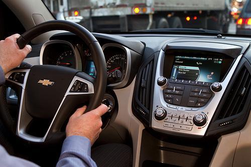 habla mientras manejas tu auto sin problemas con el manos libres