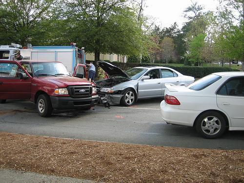 después de tener un accidente, sigue estos pasos para cobrar tu seguro automotriz