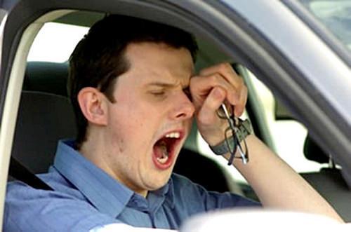lo que debes y no debes hacer si vas a conducir largas horas por la carretera