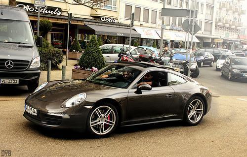 es conveniente que asegures un auto lujoso como este