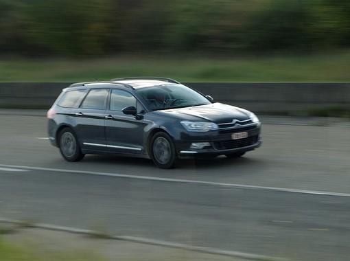 conducir a exceso de velocidad es una de las infracciones más comunes