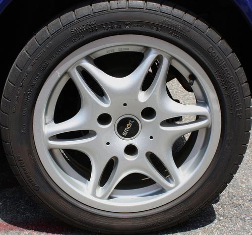 los neumáticos inteligentes harán la vida más facil a los conductores