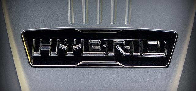 los motores híbridos ayudan al ahorro de combustible y a la disminución de contaminantes